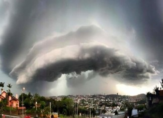 cloud brazil, insane cloud, amazing cloud formation terrifying cloud formation, terrifying cloud, strange cloud, haarp cloud, weird haarp cloud, Is it an eye in the sky? Apocalyptical cloud over Río Grande Do Sul, Brazil on October 14 2015.