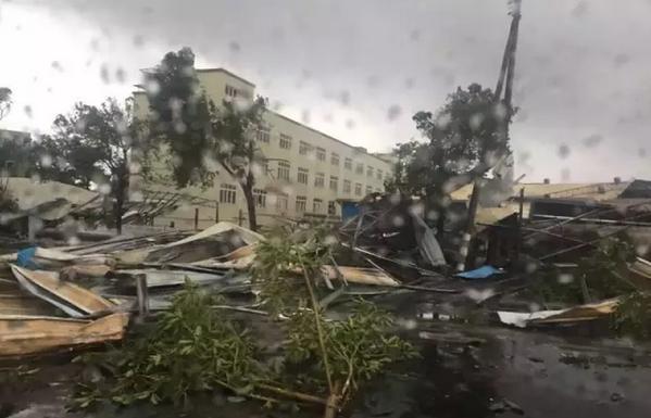 tornado china typhoon mujigae, tornado china video, tornado china photo, Tornado hits Guangdong, Tornado hits Guangdong south china, Tornado hits Guangdong video, Tornado hits Guangdong photo
