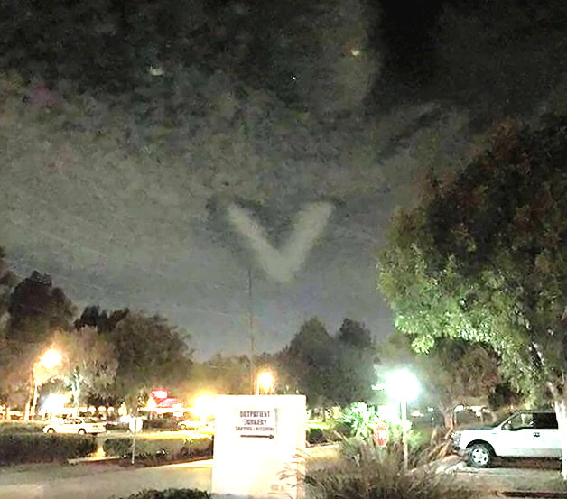 strange V-shaped cloud hovering Carson California, strange V-shaped cloud hovering Carson California photo, strange V-shaped cloud hovering Carson California video, strange V-shaped cloud hovering Carson California september 27 2015, strange V-shaped cloud hovering Carson California lunar eclipse, strange V-shaped cloud hovering Carson California harvest moon lunar eclipse