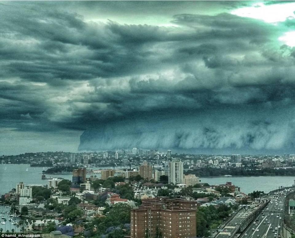 sydney cloud shelf clouds weather storm rain australia end massive bringing roll sky apocalyptic strong thunderheads november wild hail coast