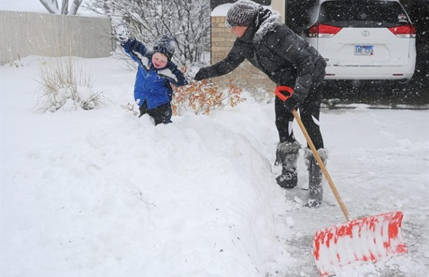 chicago snow november 2015, largest snowfall in 120 years in chicago november 2015, snow apocalypse in chicago, chicago snow november 2015 pictures, chicago snow november 2015 video, chicago snow november 2015 pictures and videos, chicago snow apocalypse november 2015