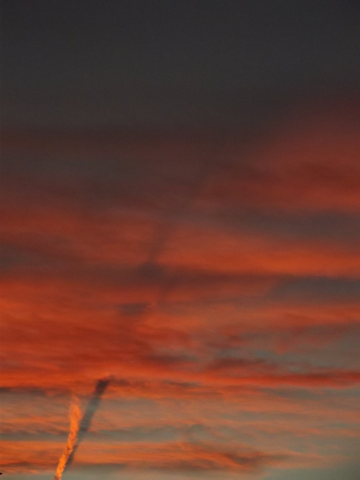 contrail shadow, contrail shadow at sunset, contrail shadow at sunset picture, picture of contrain shadow at sunset, colarado contrail shadow, contrail shadow colorado october 31 2015 photo, The shadow of a twisting contrail appears under some clouds in the sky of Colorado, A dark line in the red sunset sky left by this twister contrail over Penrose, Colorado. Photo by Larry Perkins