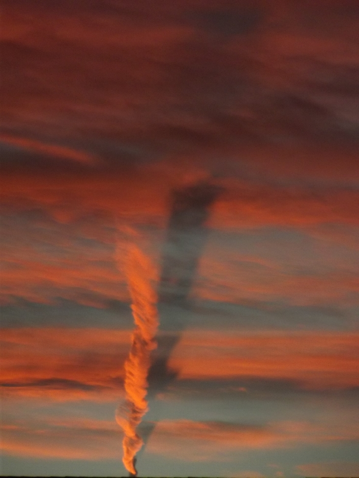 contrail shadow, contrail shadow at sunset, contrail shadow at sunset picture, picture of contrain shadow at sunset, colarado contrail shadow, contrail shadow colorado october 31 2015 photo, The shadow of a twisting contrail appears under some clouds in the sky of Colorado