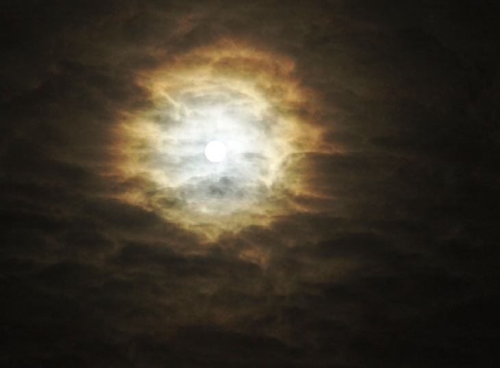 Full Beaver Moon, november 2015 full moon pictures, lunar corona full moon november 2015, lunar halo beaver full moon november 2015 picture, full moon corona, full moon halo november 2015, lunar halo beaver full moon november 2015, lunar corona full moon november 2015, Etruscan Vase Moonrise picture, Perfect atmospheric conditions in Maine led to an Etruscan Vase Moonrise of the Full Beaver Moon., This colourful lunar corona captured in Canada shows beautiful gradations from blue to orange, This picture of November 2015 full moon over Latvia could be used in a horror movie