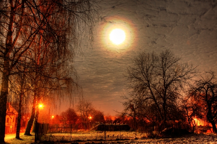 Full Beaver Moon, november 2015 full moon pictures, lunar corona full moon november 2015, lunar halo beaver full moon november 2015 picture, full moon corona, full moon halo november 2015, lunar halo beaver full moon november 2015, lunar corona full moon november 2015, Etruscan Vase Moonrise picture, Perfect atmospheric conditions in Maine led to an Etruscan Vase Moonrise of the Full Beaver Moon., This colourful lunar corona captured in Canada shows beautiful gradations from blue to orange, This picture of November 2015 full moon over Latvia could be used in a horror movie, Again the colorful lunar corona appeared in the sky of Plavinas, What an impressive halo around the Full moon.