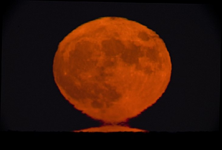 Full Beaver Moon, lunar corona full moon november 2015, lunar halo beaver full moon november 2015 picture, full moon corona, full moon halo november 2015, lunar halo beaver full moon november 2015, lunar corona full moon november 2015, Etruscan Vase Moonrise picture, Perfect atmospheric conditions in Maine led to an Etruscan Vase Moonrise of the Full Beaver Moon.