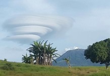 lenticular cloud Turrialba Volcano costa rica, lenticular cloud Turrialba Volcano costa rica picture, lenticular cloud Turrialba Volcano costa rica video, enormous lenticular cloud costa rica, enormous lenticular cloud turrialba volcano, ufo cloud costa rica, ufo cloud turrialba volcano, Enorme Lenticular se cierne sobre el Volcán Turrialba, enorme nube Lenticular apareció sobre el Volcán Turrialba, This giant lenticular cloud appeared over the Turrialba Volcano on November 6 2015