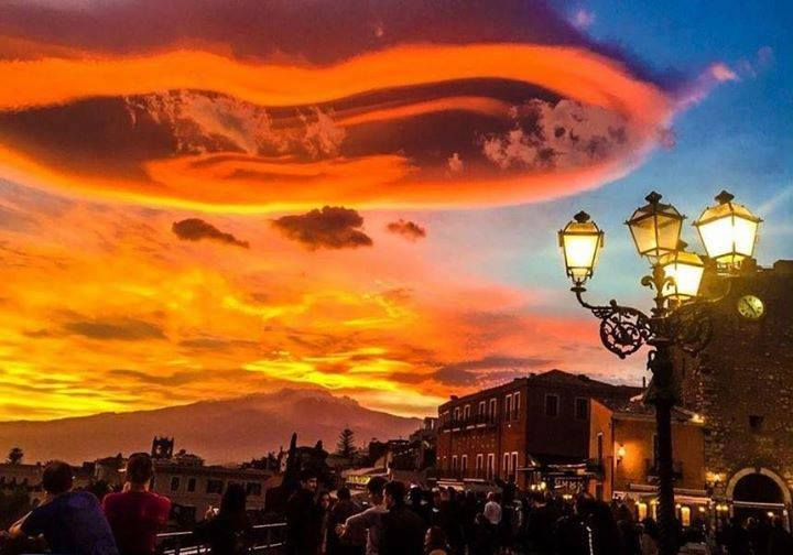 lenticular clouds italy, lenticular clouds lotejanni italy, lenticular clouds etna italy, sky on fire, lenticular cloud picture, This fiery lenticular cloud formed in the sunset sky of Italy on November 21 2015