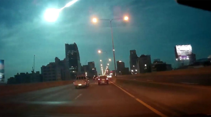 meteor bangkok november 2 2015, fireball bangkok video, fireball bangkok november 2 2015 video, giant fireball bangkok video nov 2 2015, nov 2 2015 bangkok fireball