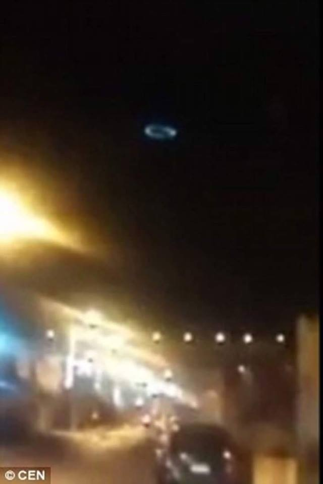 """strange light circle clock iquique, Residents in Chilean city spooked by circle of light """"UFO"""", ufo chile, ufo sightings november 2015 iquique, weird circle ufo chile november 2015"""