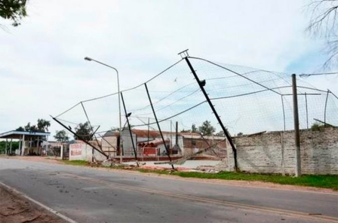 tornado chaco argentina, tornado chaco argentina november 2015, tornado chaco argentina pictures, tornado chaco argentina imagenes, Un tornado provocó destrozos en Chaco, tornado en chaco argentina