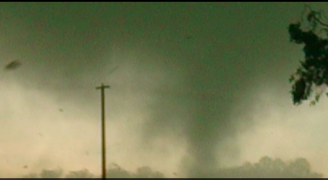 tornado victoria australia november 2015, tornado victoria november 2015, tornado nathalia victoria november 2015, tornado victoria video, tornado hits nathalia victoria video, tornado victoria november 1 2015 video