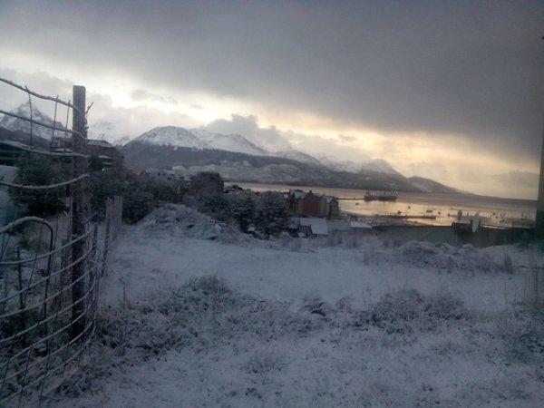 ushuaia snow november, ushuaia snow november 2015, ushuaia snow november pictures, weather anomaly snow ushuaia springtime, nevado en Ushuaia en plena primavera foto, nevado en Ushuaia en plena primavera, Amanecer nevado en Ushuaia en plena primavera,