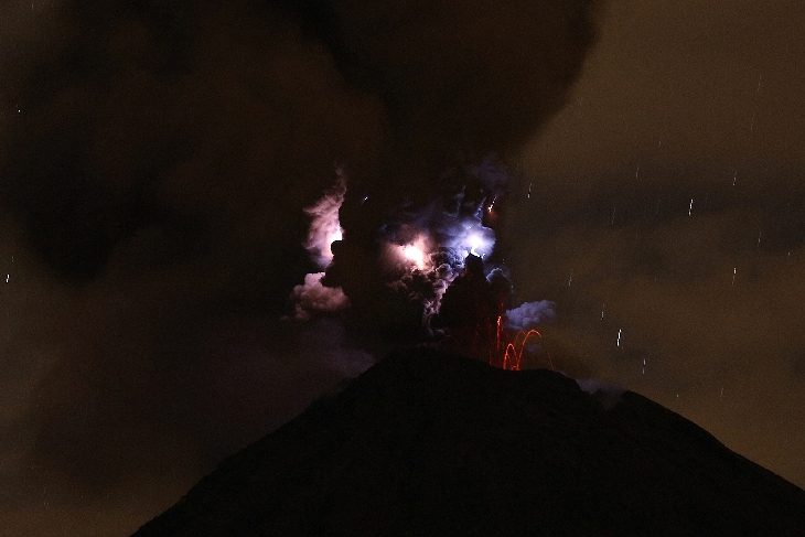volcanic lightning, volcano lightning, volcano lightning picture, volcanic lightning colima, volcanic lightning colima volcano, volcanic lightning november 2015, colima volcano eruption october 2015, volcano lightning , lightning volcano picture, This intense volcanic lightning was caught by Thorsten Boeckel on October 28, 2015 at Colima Volcano in Mexico, And suddenly a demonic face appeared in the ash clouds of the volcano