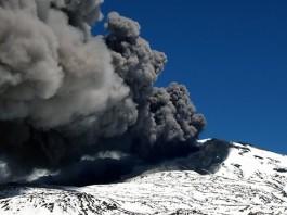 earthquake swarm copahue volcano december 2015, more than 100 quakes rattle copahue volcano in chili, eruption copahue volcano december 2015, Copahue volcano earthquake swarm december 2015, 100 quakes at copahue volcano, Volcán Copahue en Chile registra más de 100 temblores en un día, 100 earthquakes in a day at Copahue volcano chile