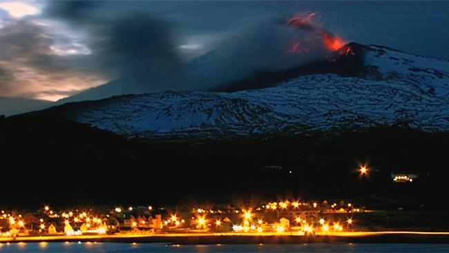 earthquake swarm copahue volcano december 2015, more than 100 quakes rattle copahue volcano in chili, eruption copahue volcano december 2015, Copahue volcano earthquake swarm december 2015, 100 quakes at copahue volcano, Volcán Copahue en Chile registra más de 100 temblores en un día, 100 earthquakes in a day at Copahue volcano chile