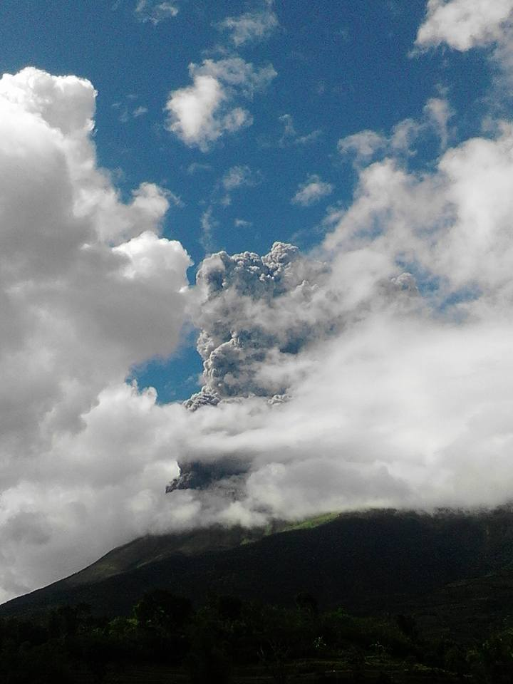 Kanlaon Volcano eruption, Kanlaon eruption, Kanlaon Volcano eruption photo, Kanlaon Volcano eruption december 2015, Kanlaon Volcano eruption december 25 2015