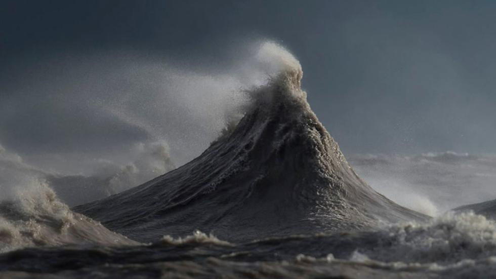 Lake Erie Storms wave, waves lake erie, wave picture, best wave pictures, lake erie storm create giant waves, great lake waves, great lake waves form giant mountain, mountain liquid, mountain liquid by Dave Sandford, waves by Dave Sandford
