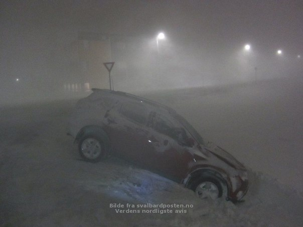 Svalbard snow storm and avalanche, svalbard apocalyptica l snow storm, snow storm svalbard norway, weather apocalypse svalbard norway, snow storm and avalanche svalbard december 2015, hurricane svalbard 2015, strongest storm in 30 years svalbard december 2015