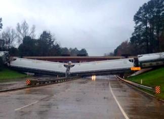 Winds Blow Train Off Tracks Lufkin Texas, train lufkin texas, 64 train cars derail in lufkin, Winds Blow Train Off Tracks Lufkin Texas pictures