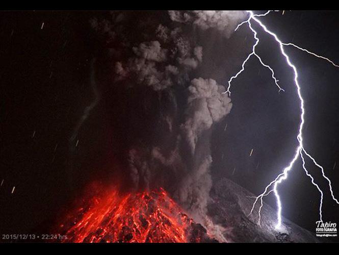 colima volcano eruption december 2015, colima volcano eruption december 13 2015 pictures, colima volcano eruption december 13 2015 images, colima volcano erupts december 2015, pictures of colima volcano eruption december 2015