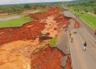 giant crack paraguay, giant crack paraguay video, giant crack paraguay photo, giant crack paraguay picture, route III destroyed by overflow, route swallowed in Paraguay, road collapse paraguay, giant crack destroys road in paraguay