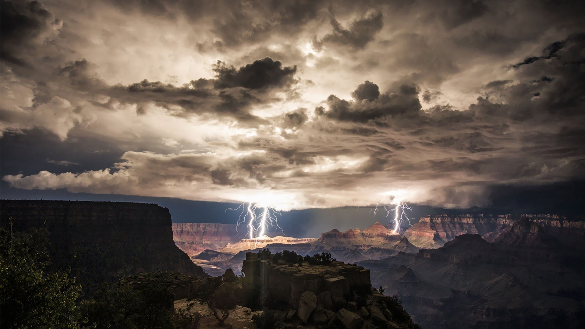 The Grand Canyon electrified by lightnings at night ...