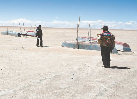 lake poopo disappears bolivia, second lake of bolivia dried up, lake poopo second largest lake of bolivia is dry, lake bolivia dry, lake poopo bolivia dry