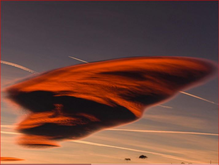 lenticular cloud macedonia, lenticular cloud macedonia picture, lenticular cloud macedonia photo, creepy lenticular cloud macidonia, strange lenticular cloud macedonia, This incredible lenticular cloud appeared in the sky of Macedonia on Dec. 2 2015.