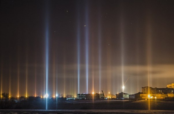 light pillars, pillars of light, light pillar pictures, Mysterious Sky Shows, light pillar, strange sky phenomenon, mysterious sky phenomena