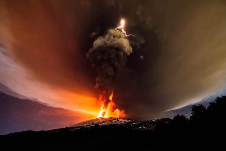 Mount Etna Eruption december 3 2015, Mount Etna Eruption pictures, Mount Etna Eruption video, Mount Etna Eruption lightning, volcanic lightning Mount Etna Eruption, Mount Etna Eruption volcano lightning photo and video, Insane volcanic eruption at Mount Etna on December 03 2015 in Sicily Italy.