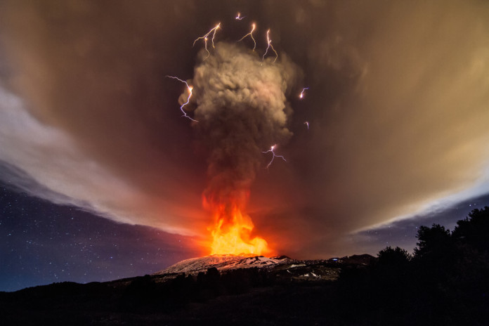 Mount Etna Eruption december 3 2015, Mount Etna Eruption pictures, Mount Etna Eruption video, Mount Etna Eruption lightning, volcanic lightning Mount Etna Eruption, Mount Etna Eruption volcano lightning photo and video, Insane volcanic eruption at Mount Etna on December 03 2015 in Sicily Italy.