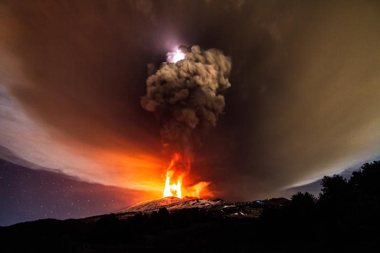 Mount Etna Eruption december 3 2015, Mount Etna Eruption pictures, Mount Etna Eruption video, Mount Etna Eruption lightning, volcanic lightning Mount Etna Eruption, Mount Etna Eruption volcano lightning photo and video, Insane volcanic eruption at Mount Etna on December 03 2015 in Sicily Italy., Mount Etna eruption Italy dedember 3 2015