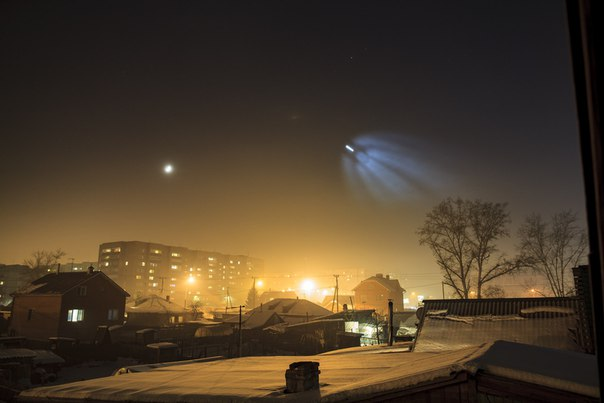 mysterious light russia, launch Soyuz pictures, launch of Soyuz baffles russia, amazing image of soyuz lauch december 15 2015, What is this mysterious light photographed from ISS in the sky of Russia?