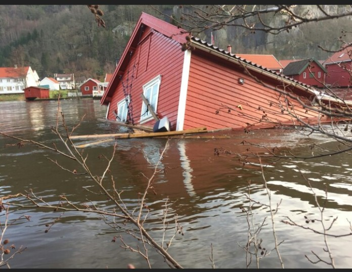 Worst Storm in norway in 200 years, norway strongest storm in 200 years, norway storm 2015, largest storm in norway december 2015, record storm norway december 2015