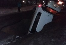 sinkhole tver, sinkhole swallows mother and girl tver, sinkhole russia dec 2015, sinkhole news 2015, sinkhole swallows car, sinkhole swallows car woman and girl tver dec 2015, sinkhole news 2015 pictures, sinkhole tver video,