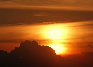 two suns zimbabwe, two suns phenomenon zimbabwe, double sun zimbabwe, double sun zimbabwe december 2015, two suns zimbabwe december 2015, zimbabwe 2 suns dec 2015, two suns in zimbabwe picture, picture of double sun in zimbabwe, how do two suns appear in the sky, two suns appear in sky of zimbabwe pics, People living in Mutare Zimbabwe experienced a double sunset on December 11 2015. Photo: Peter Lowenstein, What I would like to know is the mechanism behind this two suns phenomenon