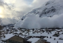 avalanche italy france, enorme avalanche bessans france, enormous avalanche italy, avalanche italy video, avalanche italy photo, avalanche italy picture, avalanche france video, avalanche france picture