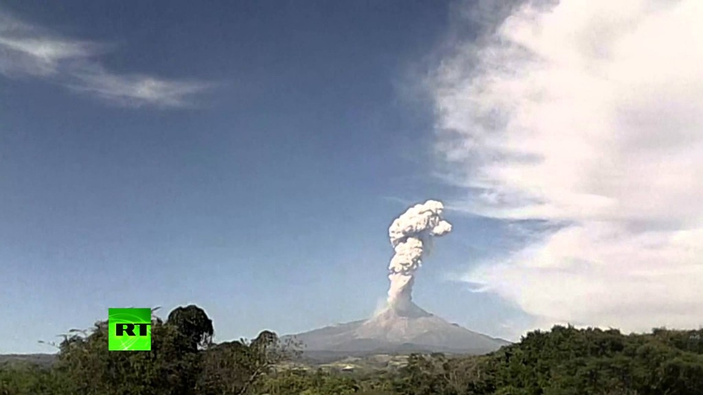 Colima volcano erupts again on timelapse video, Colima volcano eruption january 17 2016, mexico colima volcano eruption january 2016 video, timelapse video colima volcano january 2016
