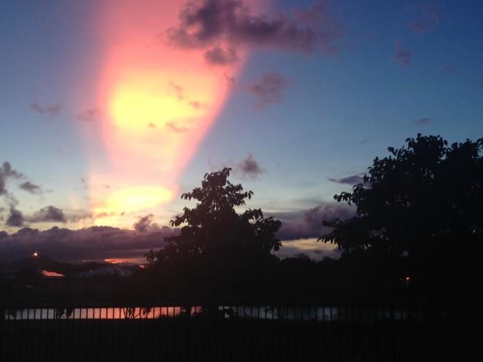 crepuscular rays townsville australia, crepuscular rays townsville australia pictures, crepuscular rays townsville australia videos, crepuscular rays townsville australia january 2016, sunbeams, Sun rays, God rays, sunbeams 2016, Sun rays 2016, God rays 2016