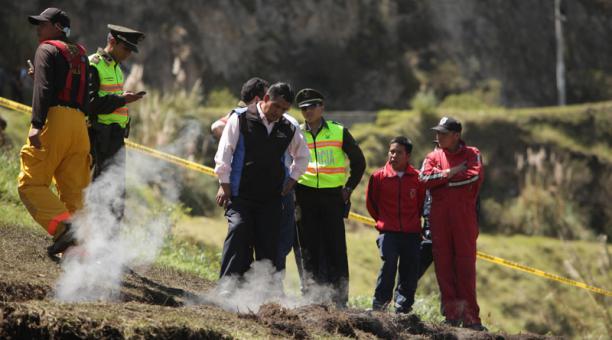 Mysterious burning crack in Ecuador, Mysterious burning crack in Ecuador video, Mysterious burning crack in Ecuador picture, Mysterious burning crack in Ecuador february 2020