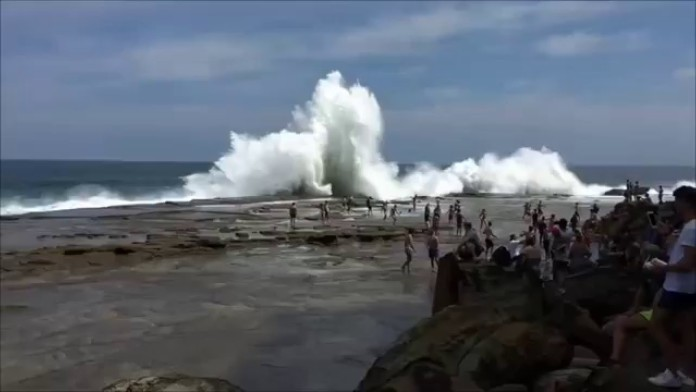 giant rogue wave sydney, giant wave sydney, monster wave sydney, monster rogue wave sydney injures people, monster wave sydney january 9 2016, monster wave sydney january 9 2016 video, video monster wave wipes out people in sydney