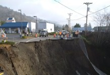 giant sinkhole oregon, giant sinkhole harbor oregon, highway 101 cut off by giant sinkhole in harbor Oregon, harbor oregon sinkhole january 29 2016