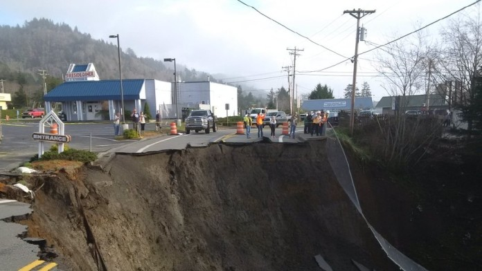 giant sinkhole oregon, giant sinkhole harbor oregon, highway 101 cut off by giant sinkhole in harbor Oregon, harbor oregon sinkhole january 29 2016