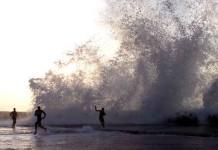giant waves flood havana cuba, cuba havana flood, flooding havana, malecon havana flood, Malecón de La Habana se inunda con olas de 3 metros, Penetración del mar en el Malecón de La Habana, havana flooded, floods havana cuba, havana flooded by giant waves
