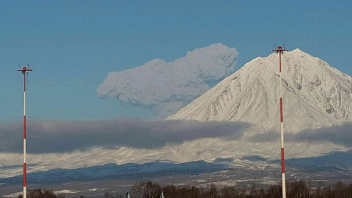 kamchatka Zhupanovsky volcano eruption january 2016, kamchatka volcano eruption january 2016 pictures video, video Zhupanovsky eruption january 2016, russia volcano eruption, kamchatka volcano eruption, new volcanic eruption january 2016