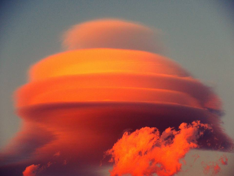lenticular clouds sicily, lenticular clouds sicily january 2016, lenticular clouds sicily etna january 2016, lenticular clouds float around Mount Etna on January 2016