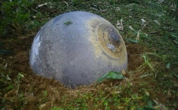 mysterious sphere vietnam, mysterious metallic spheres vietnam, mystery metal spheres vietnam, mysterious orb vietnam strange round object vietnam, SOCIETY Mysterious spheres found dropping onto northern Vietnam after explosion sound, Three unidentified metal orbs were discovered in three provinces in northern Vietnam, This mysterious sphere was dropped from the sky onto Vietnam after an explosion noise, Three mysterious spheres have been seen dropping from the sky onto Vietnam after an explosion noise