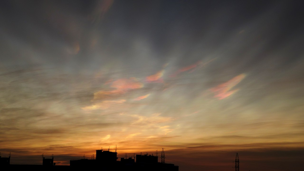 nacreous clouds murmansk, nacreous clouds murmansk sunrise, murmansk nacreous clouds january 2016, nacreous clouds appear at sunrise over Murmansk on january 27 2016, polar stratospheric clouds murmansk january 2016
