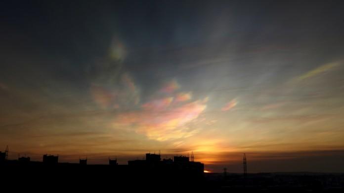 nacreous clouds murmansk, nacreous clouds murmansk sunrise, murmansk nacreous clouds january 2016, nacreous clouds appear at sunrise over Murmansk on january 27 2016, polar stratospheric clouds murmansk january 2016